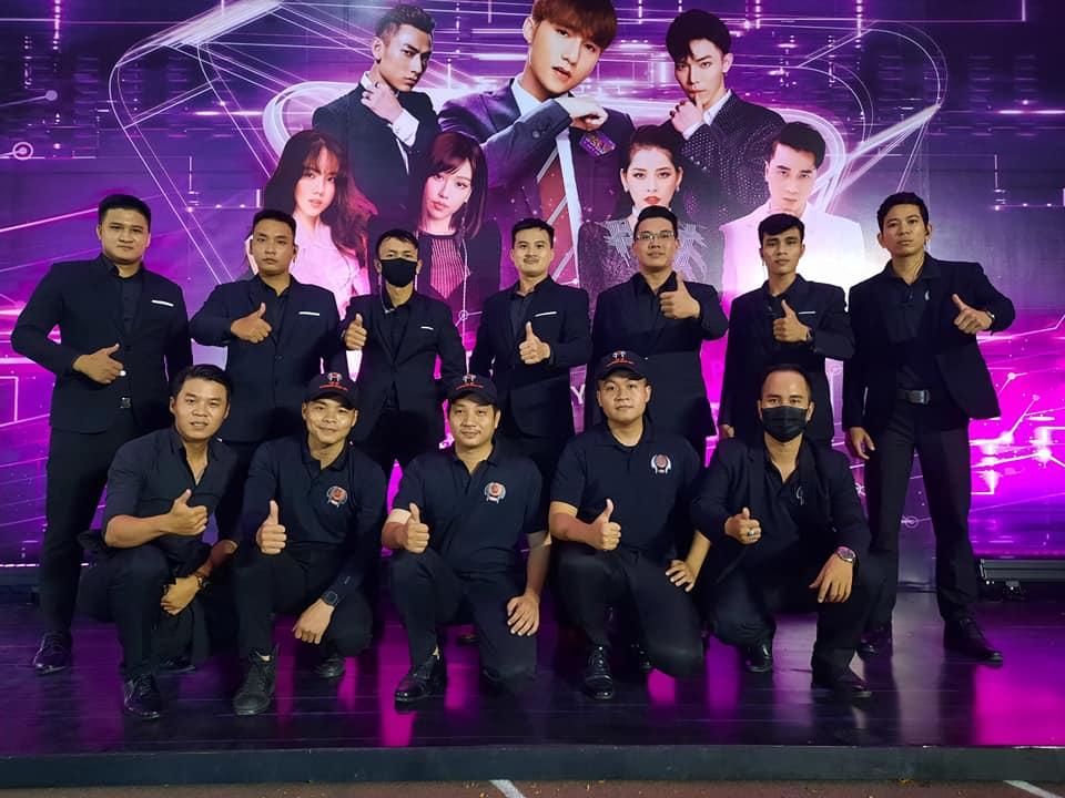Vệ sỹ Võ Đường Ngọc Hòa đảm bảo an ninh cho Sơn Tùng M-TP trong Đại nhạc hội Đại sứ thương hiệu TP Bank